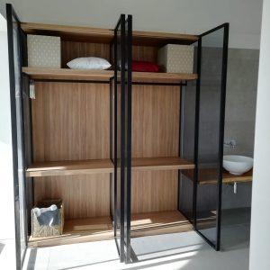 armario con puerta moderna
